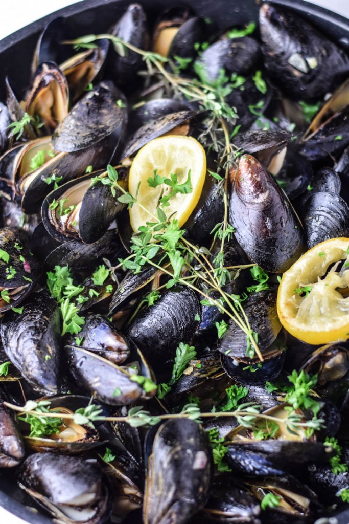 Southside Weiss Pan Steamed Mussels with Roasted Lemon and Toasted Baguette