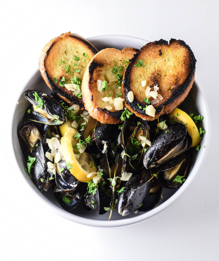 Southside-Weiss-Pan-Steamed-Mussels-with-Roasted-Lemon-and-Toasted-Baguette-18
